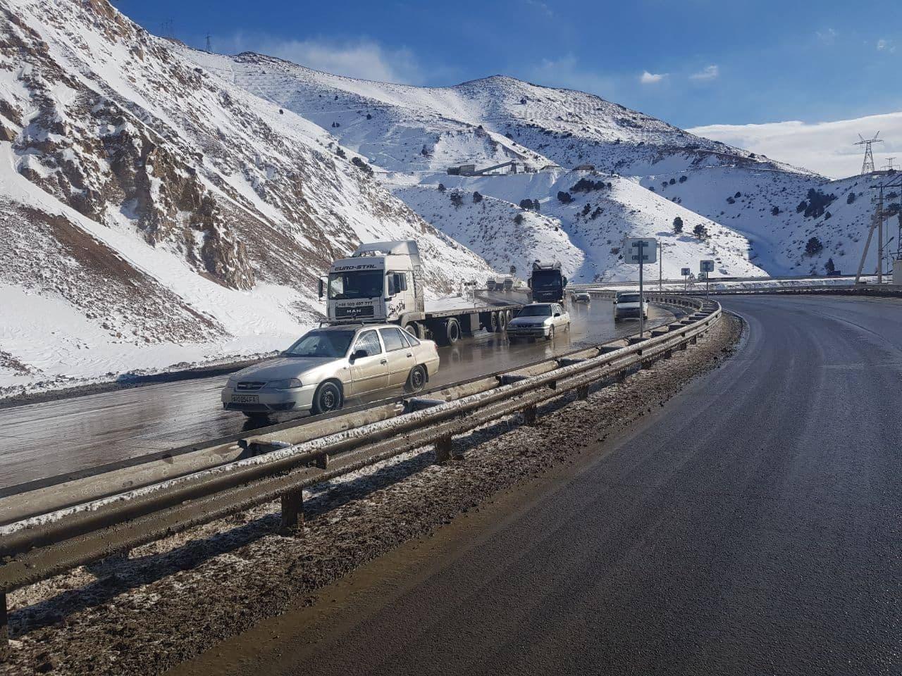 В Узбекистане на перевале «Камчик» выпал снег — видео