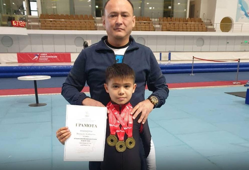 12 летний представитель по шорт-треку одержали победу на международном турнире