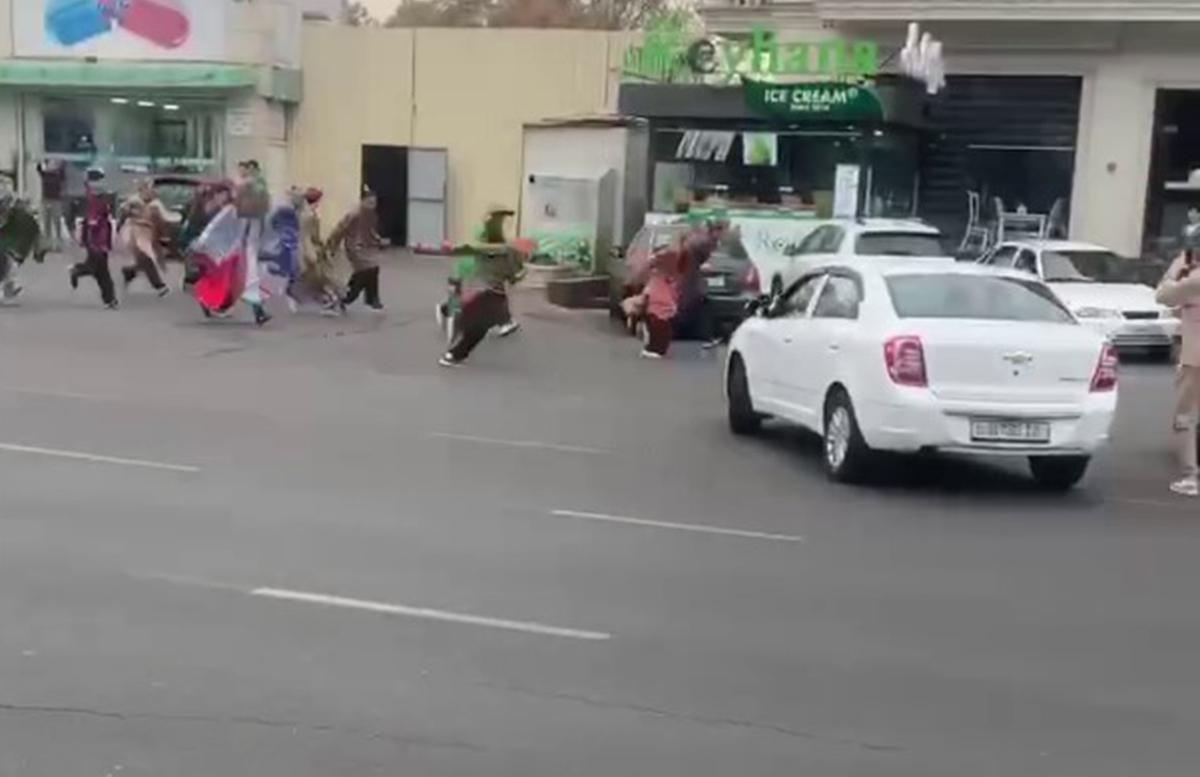 По улицам Ташкента пробежала толпа «самураев» — видео