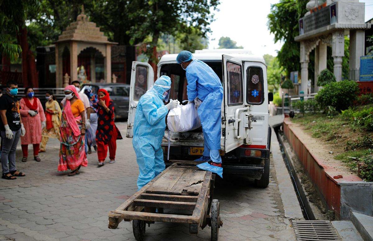 Власти Индии выплатят компенсации родственникам погибших от COVID-19
