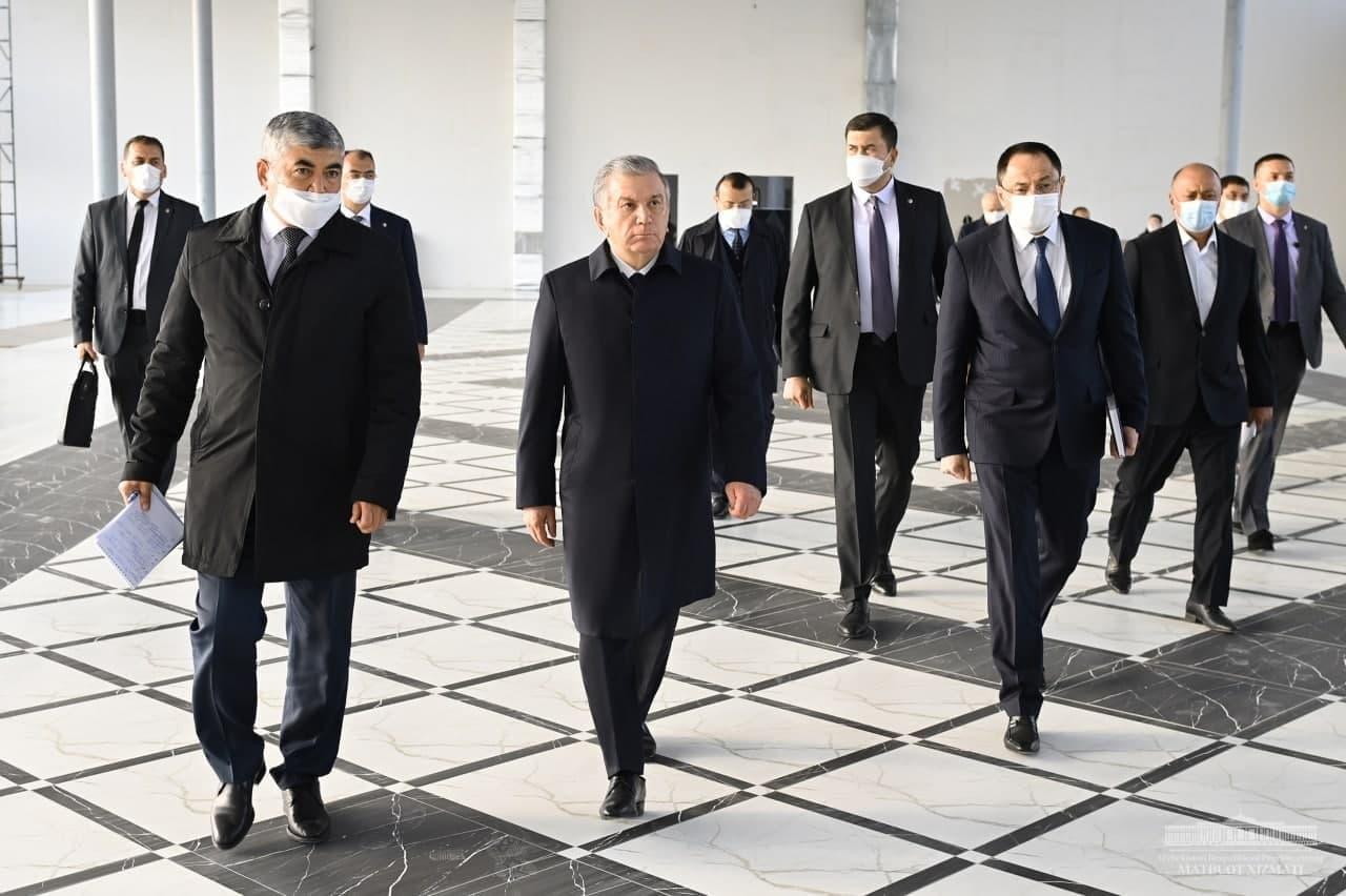 Президент осмотрел строящийся Центр предпринимателей и ремесленников в Гулистане