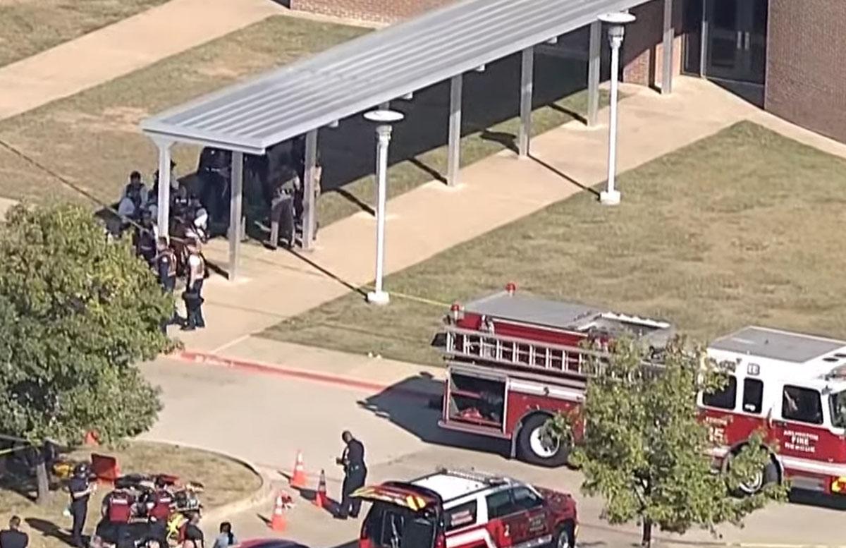 В Техасе 18-летний парень открыл стрельбу в школе — видео