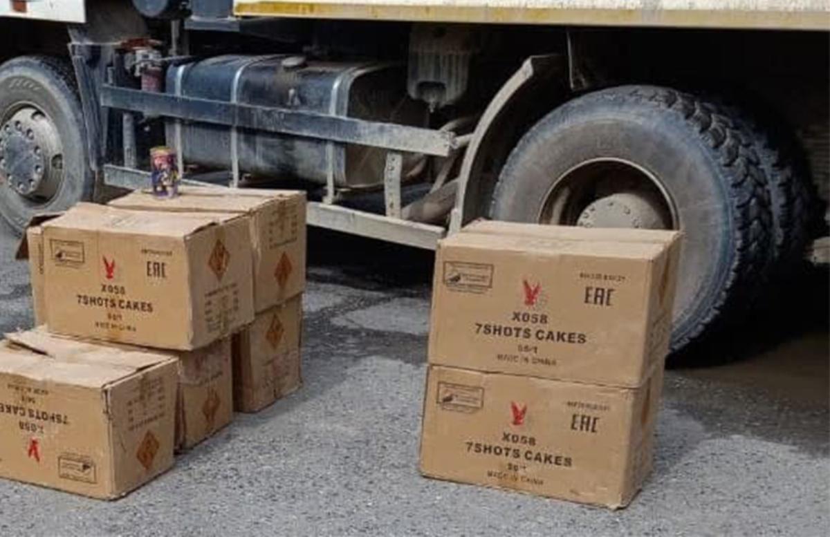 В Фергане у мужчины изъяли почти полтысячи контрабандных фейерверков