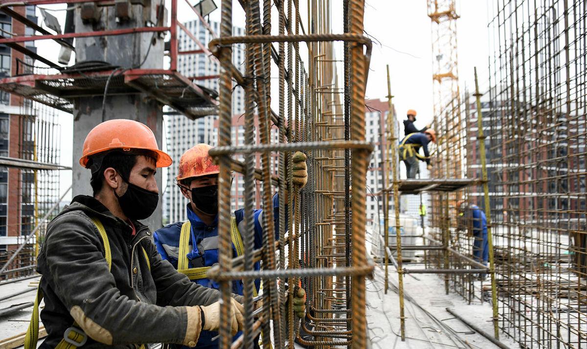 Правительство России утвердило проект по привлечению 10 тысяч строителей из Узбекистана