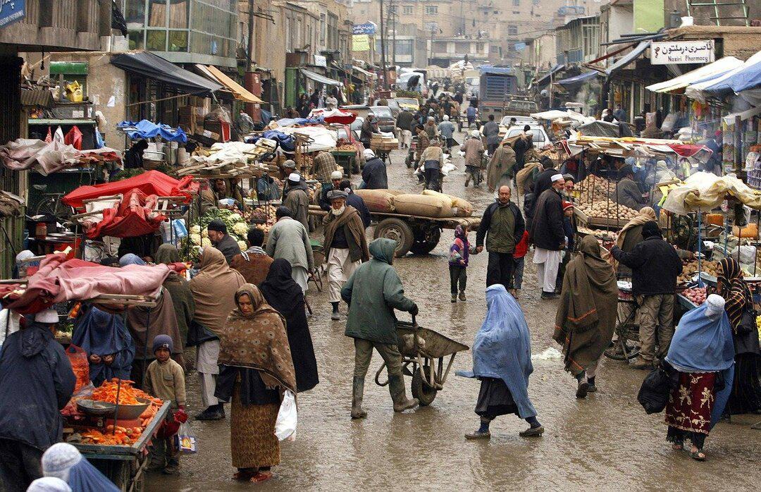 Западные страны задумали возить наличные в Афганистан для помощи бедным