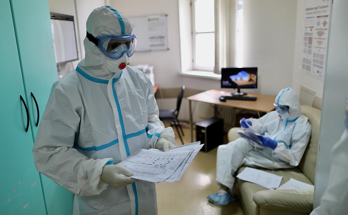 Заболеваемость коронавирусом в мире снизилась до уровня июня