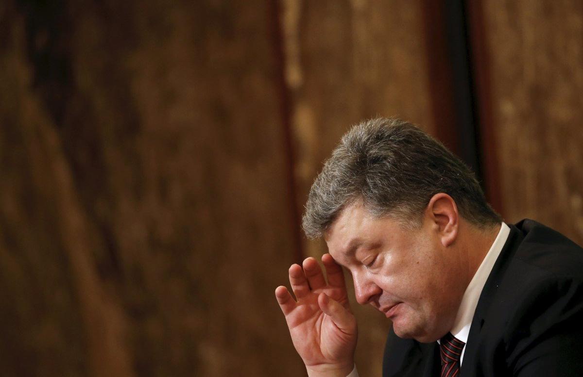 На Украине протестующие пытались прорваться в дом Порошенко — видео