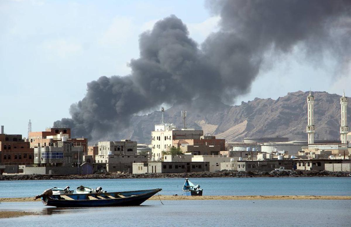 В Йемене взорвался заминированный автомобиль: есть погибшие — видео