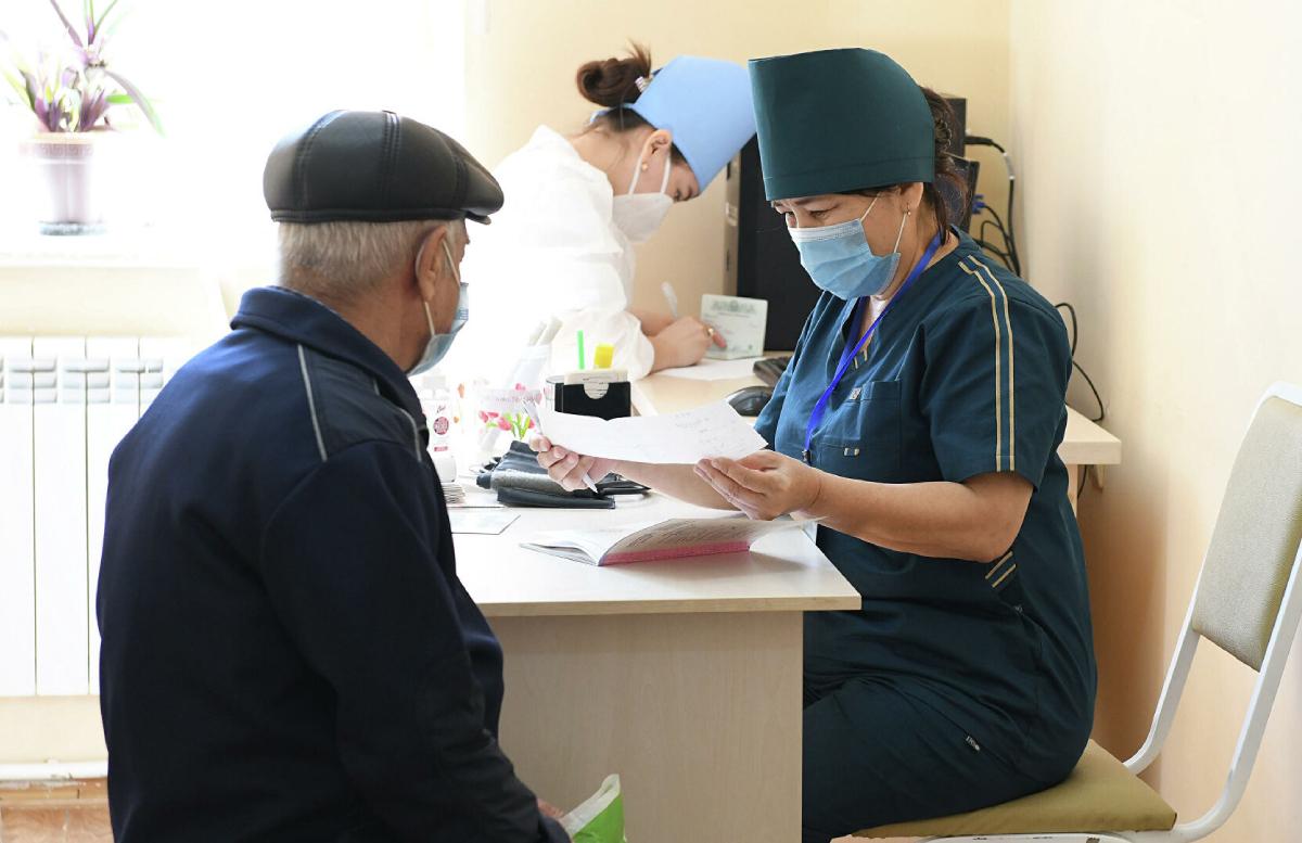 За сутки почти 100 тысяч узбекистанцев получили первую дозу вакцины от коронавируса — статистика