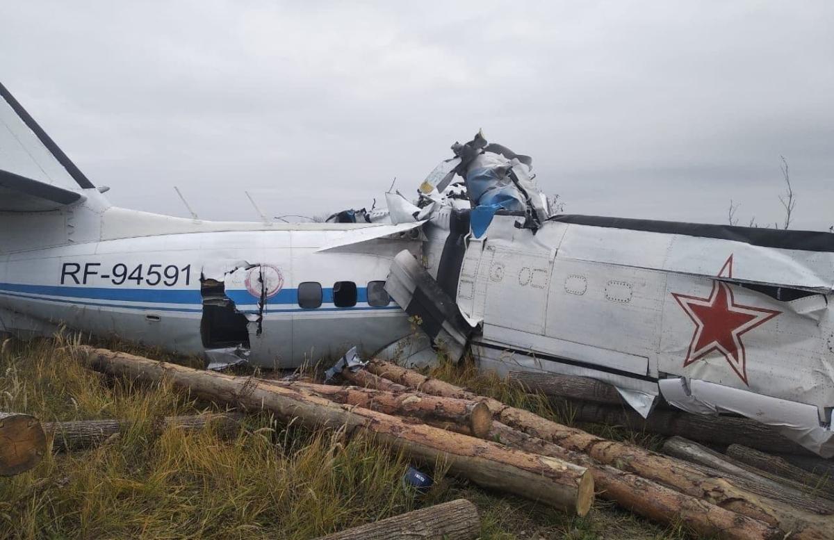 В Татарстане рухнул самолет c 20 парашютистами на борту — видео