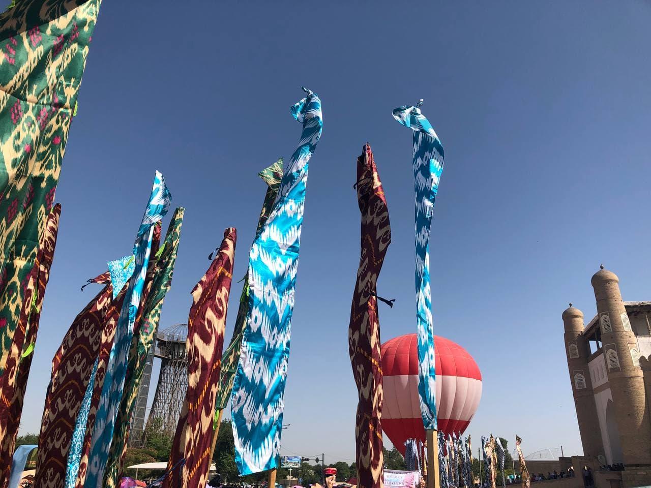 Сказка Великого шелкового пути: В Бухаре состоялся первый день ежегодного фестиваля «Шелк и специи» — фоторепортаж