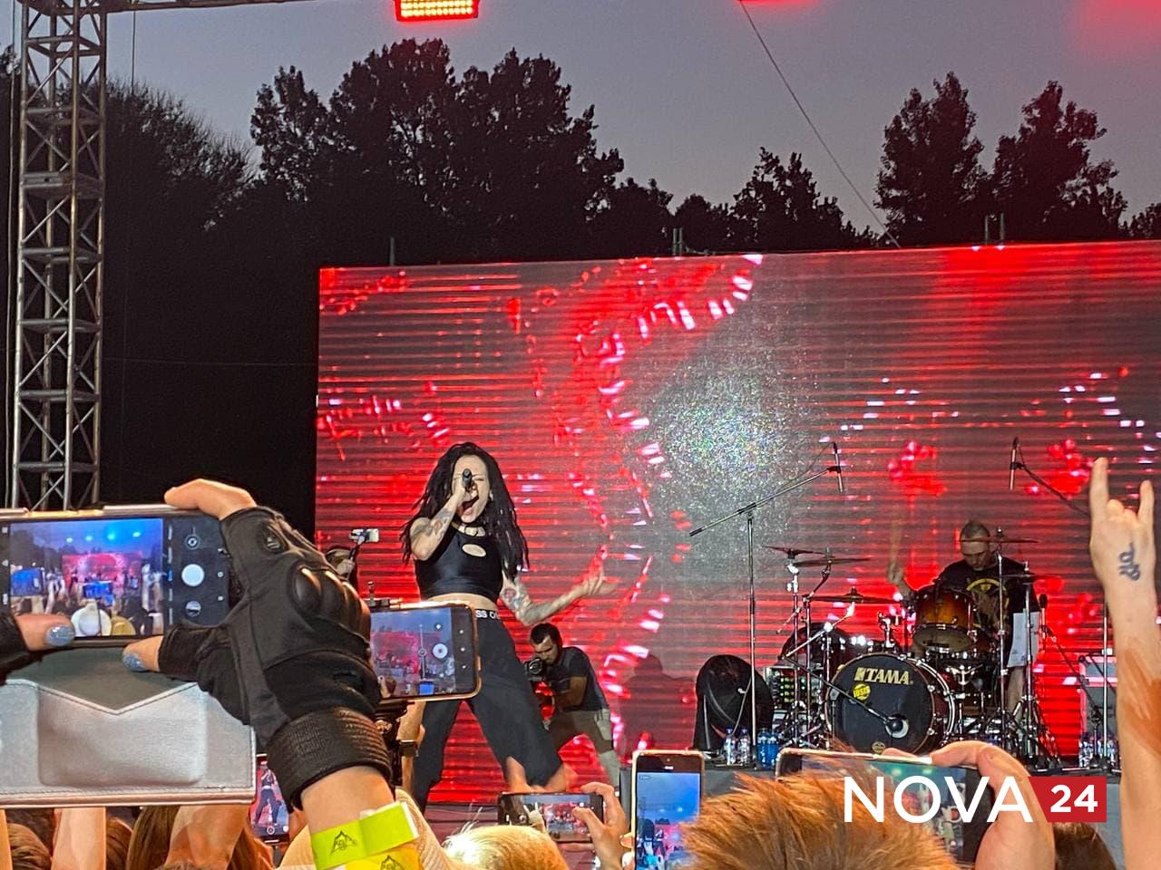 В Ташкенте состоялся концерт российской альтернативной рок-группы СЛОТ — фото